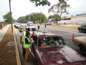 Un equipo  multidisciplinario de la Alcaldía y funcionarios policiales se desplegó en la Intercomunal de Cocorote con Avenida Alberto Ravell