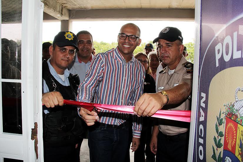 El alcalde junto a autoridades municipales y de seguridad inauguró la nueva Oficina de Seguridad