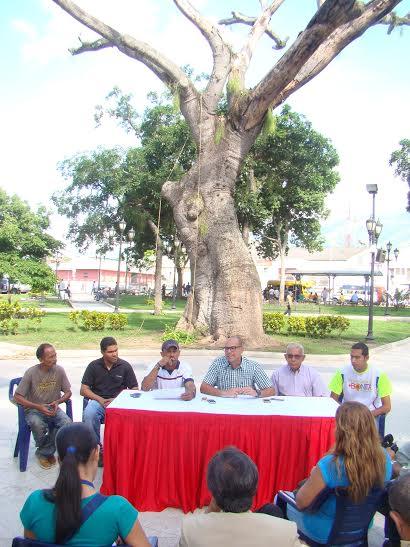 El alcalde José Mujica junto a Said Gutiérrez director de Ambiente